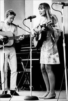 Joni Mitchell at the Mariposa Folk Festival in 1967