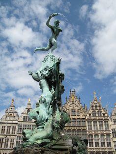 Antwerpen met je valentijn? http://vertrekdirect.nl/bestemming/Belgi%C3%AB?utm_source=pinterest&utm_medium=textlink&utm_campaign=socialmedia