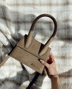 Luxury Purses, Luxury Bags, Jacquemus Bag, Sacs Design, Accesorios Casual, Brown Aesthetic, Cute Purses, Cute Bags, Mode Style
