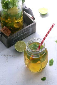 J'aime beaucoup boire du thé que ce soit le matin ou l'après-midi. Le soir je préfère des tisanes. Le matin je suis plus thé vert ou noir mais l'après-midi j'affectionne le rooibos. Ce n'est pas vraiment du thé puisqu'il est sans théine. Ses petites feuilles...