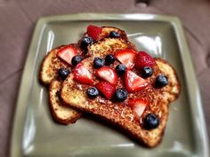 Looking for a simple clean eating French toast recipe ? Breakfast Desayunos, Clean Eating Breakfast, Quick Healthy Breakfast, Healthy Snacks, Eating Clean, Healthy Eating, Healthy Recipes, Healthy Breakfasts, Healthy Cooking
