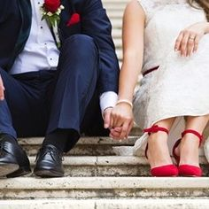 Wedding loans arrange loans for the different purposes to make your marriage unforgettable occasion. Apply for wedding loans to enjoy paying off for wedding expenses. Table Decoration Wedding, Cheap Wedding Decorations, Wedding Table, Wedding Reception, Wedding Cakes, Table Decorations, Wedding Loans, Wedding Expenses, Night Wedding Photos
