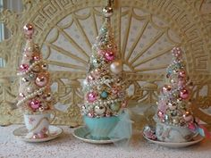 Bottle Brush Tree in a teacup Vintage Christmas Crafts, Retro Christmas Tree, White Christmas Trees, Shabby Chic Christmas, Christmas Mantels, Victorian Christmas, Pink Christmas, Xmas Crafts, Diy Christmas Gifts