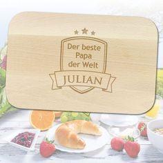Das Besondere an diesem Frühstückbrett mit Namen ist die individuelle Gravur und der Widmung für den besten Papa der Welt. via: www.monsterzeug.de