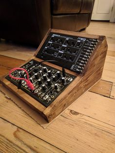 Wooden synthesizer case/stand for my bro