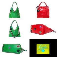 Pidätkö väreistä ja kukista, mutta haluat käsilaukkuusi vain hillitysti koristeita?    Gabsin vihreän G SAC- ja punaisen G SAC POKES –laukun pohjassa pilkottavat retrohenkiset kukkakoristeet, jotka sopivat aikuisenkin naisen makuun!