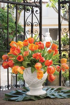 b92acd58bf5 Palm Beach floral designer Tom Mathieu creates arrangements that are as  chic as the resort town