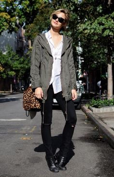Leopard bag paired with off duty khaki.  Comfy looking boots.  This look screams I just woke up looking this cool.