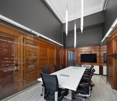 NFOE et associés architectes, founded in recently moved its offices into Old Montreal. The building, the first skyscraper in Montreal – better known as Corporate Interiors, Corporate Design, Office Interiors, Workplace Design, Design Commercial, Commercial Interiors, Office Workspace, Office Decor, Office Ideas