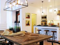 A nice mix of vintage pieces in a contemporary