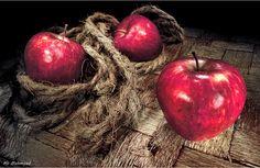 Still Life, Appels.   by Ali Mahmeed.
