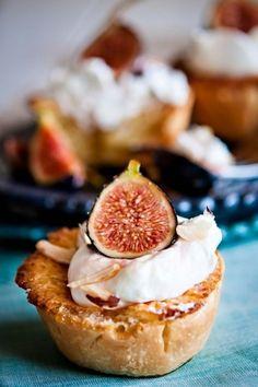 Mini Almond Pies with Figs and Whipped Cream Recipe | Pasión por la Cocina..... | Scoop.it