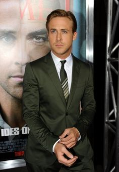 Ryan Gosling seems like a good dresser. I love the suit and the fit but can't stand this tie.