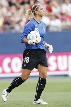 Hope Solo's Ponytail Hairstyle Guide Soccer Hairstyles, Ponytail Hairstyles, Hope Solo, Messi Gif, Lionel Messi, Olympic Athletes, Sporty Girls, Fashion Articles, Soccer Training