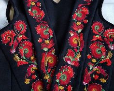 An incomplete history, description and guide as it applies to the particular style from the area of Tinn in northern Telemark, Norway. Folk Embroidery, Floral Embroidery, Embroidery Designs, Freda Carlo, Norway Viking, Thats All Folks, Dress Neck Designs, Folk Costume, Floral Style