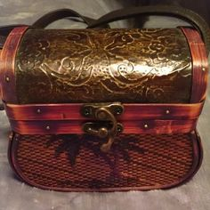 Rare and Unique basket bag ✳️Gorgeous basket bag.  Quaint and charming. ✳️ unknown Bags