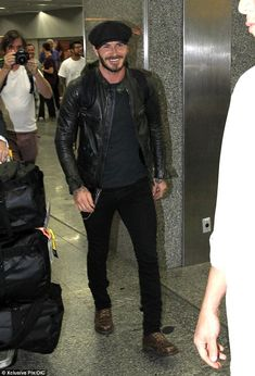 David Beckham lands in Rio de Janeiro ahead of Carnival Men's Street Style Photography, David Beckham Style, Bend It Like Beckham, Stylish Mens Outfits, Straight Guys, My Guy, Fall Winter Outfits, Hats For Men, Cool Style