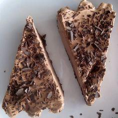 Τάρτα με σοκολατένια βάση μπισκότου και μους σοκολάτας Banana Bread, Candy, Chocolate, Sweet, Desserts, Recipes, Food, Gastronomia, Tarts