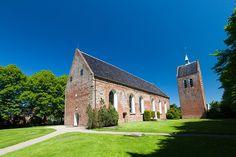 Baflo - Sint Laurentiuskerk - De kerk van Baflo is een van de oudste kerken in de provincie Groningen. De kerk met een vrijstaande toren op een verhoogd kerkhof bevindt zich aan de Kostersgang 8 in het dorp Baflo.