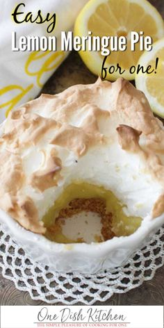 Easy Lemon Meringue Pie Recipe this SINGLE SERVING PIE has a big fluffy toasted meringue topping a perfectly balanced sweet and tart lemon filling and a crisp graham cracker crust. Baked in a ramekin its the perfect size for anyone cooking for one. Mini Desserts, Single Serve Desserts, Single Serving Recipes, Easy Lemon Desserts, Single Serve Meals, Camping Desserts, Greek Desserts, Plated Desserts, Mug Recipes