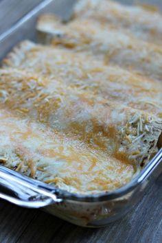 baked white chicken enchiladas Enchilada Ingredients, Enchilada Recipes, Cooking Chicken To Shred, How To Cook Chicken, White Chicken Enchiladas, Mexican Food Recipes, Dinner Recipes, Mexican Meals, Savoury Recipes