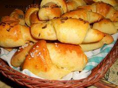 Recept Česnekovo-sýrové rohlíčky - Naše Dobroty na každý den | Recepty online