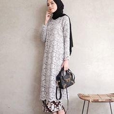Ideas fashion hijab kondangan for 2019 Kebaya Modern Hijab, Kebaya Hijab, Kebaya Brokat, Model Kebaya Modern Muslim, Dress Brokat Muslim, Muslim Dress, Kebaya Lace, Kebaya Dress, Batik Kebaya
