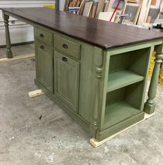 16 Trendy kitchen island with seating diy drawers Rustic Kitchen Island, Kitchen Island With Seating, Kitchen Redo, New Kitchen, Kitchen Remodel, Kitchen Islands, Kitchen Layout, Design Kitchen, Kitchen Bookcase