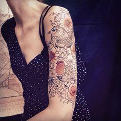 Tatouage - Caroline Karenine - Bras - Oiseaux - Fleurs - Féminin