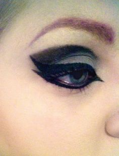 Cut crease double wing