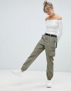 Boohoo cargo trousers in khaki Woman Trousers _________ woman's casual trousers Khaki Pants Outfit, Joggers Outfit, Trouser Outfits, Women's Pants, Jogger Pants, Cute Pants, Kaki Pants, Harem Pants, Green Cargo Pants