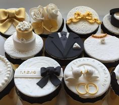 Find Some Good Ideas For Bridal Shower C - Food Drink - Marecipe Wedding Cupcakes Fondant, Winter Wedding Cupcakes, Cupcakes Cool, Wedding Cake Cookies, Buttercream Cupcakes, Fondant Cupcake Toppers, Cupcakes Succulents, Engagement Cupcakes, Wedding Snacks