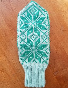Ravelry: Norwegian Selbu Mittens pattern by Stefanie Canich Knitted Mittens Pattern, Knit Mittens, Knitted Gloves, Yarn Projects, Knitting Projects, Crochet Projects, Knitting Ideas, Knitting Stitches, Knitting Patterns Free