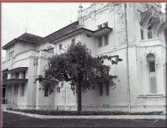 Berikut ini beberapa foto foto atau gambar dari Kota semarang Tempo Doeloe. Beberapa gedung sudah tidak ada lagi, beralih fungsi, dan sebagi... Dutch East Indies, Semarang, Old City, Cities, Old Town, City