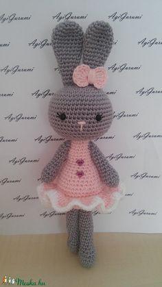 Eprecske - horgolt húsvéti nyuszi lány (MySweetGurumi) - Meska.hu Crochet Bunny, Crochet Toys, Free Crochet, Knit Crochet, Baby Knitting Patterns, Stitch Patterns, Crochet Patterns, How To Make A Pom Pom, Garter Stitch