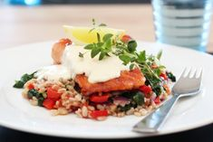 Laks med perlespelt, spinat, paprika og sitronkrem Couscous, Salmon, Grains, Rice, Food, Bulgur, Spinach, Red Peppers, Meals
