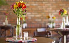 Faça você mesmo: centro de mesa com flores para casamento - Dicas - Noivas GNT