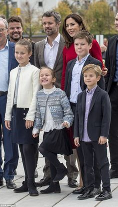 Danish royal family: Crown Prince Frederik Crown Princess Mary and their four children Prince Christian, Princess Isabella and twins Prince Vincent and Princess Josephine. Denmark Royal Family, Danish Royal Family, Princesa Mary, Crown Princess Mary, Prince And Princess, Royal Queen, King Queen, Mary Donaldson, Kingdom Of Denmark