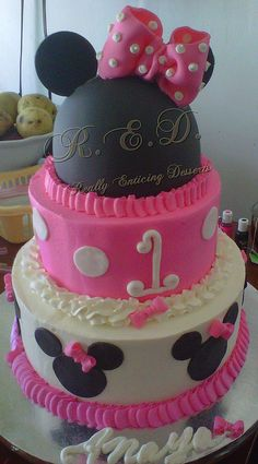 Really want to do a minnie mouse cake