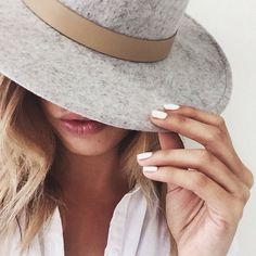 These spring 2019 nail trends are a must try for anyone out there who wants their nails looking totally on-point! Here are some of our faves! Coco Chanel, Beauty Secrets, Beauty Hacks, Beauty Tips, By Any Means Necessary, Nail Trends, Mode Outfits, Spring Nails, Style Me