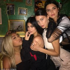 Kylie Jenner Kendall Jenner Jordyn Woods & Bella Hadid on the after party 🎉
