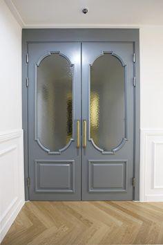 3번째 이미지 French Apartment, Apartment Interior, Main Entrance, House Entrance, Windows And Doors, Front Doors, Industrial Kitchen Design, Entry Hallway, Unique Doors