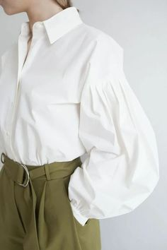 Women's Blouses has never been so Cute! Since the beginning of the year many girls were looking for our Of The Best guide and it is finally got released. Now It Is Time To Take Action! See how. Source by frammen blouses girl Hijab Fashion, Fashion Dresses, Fashion Details, Fashion Design, Fashion Trends, Trendy Outfits, Cute Outfits, Hijab Stile, Mode Chic