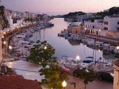 Port  de Ciutadella al anochecer en Menorca. #menorcacultural #ciutadella