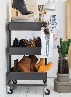 Фотография:  в стиле , Малогабаритная квартира, Советы, ИКЕА, лайфхаки, мебель ИКЕА, идеи для малогабаритки – фото на InMyRoom.ru