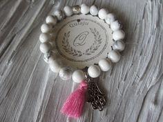 Armbänder - Armband Hamsa Fatima Quaste Howlith weiß pink - ein Designerstück von Qulaju bei DaWanda