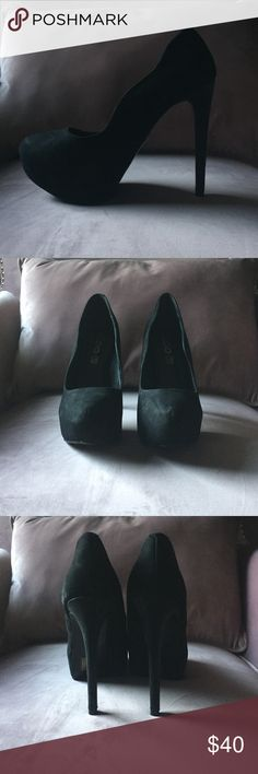 Never worn aldo black heels In perfect condition, never worn. Purchased at also. Size 8 runs true to size. Goes great with everything! Aldo Shoes Heels