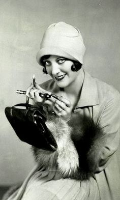 Joan Crawford, posing for a cosmetic ad, 1927 | Flickr - Photo Sharing!