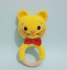 Don't you want to weave knitting rattles for your babies? Both fun and very healthy … Come to the site immediately for many knitting rattle recipes. Baby Clothes Patterns, Crochet Baby Clothes, Crochet Toys, Amigurumi Toys, Amigurumi Patterns, Knitting Patterns Free, Free Knitting, Baby Toys, Newborn Toys