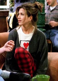 This look may be over 10 years, but Rachel Green's (Jennifer Aniston - Friends) look is perfect for those lazy days!